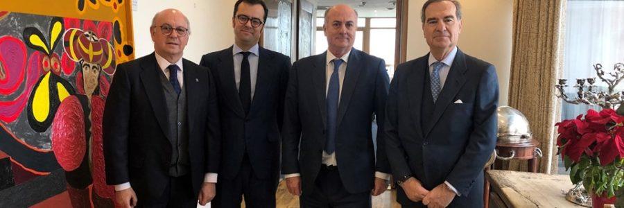 Tribuna Independiente con los jueces Manuel García-Castellón y Alejandro Abascal y el decano del Colegio de Abogados José Mª Alonso Puig