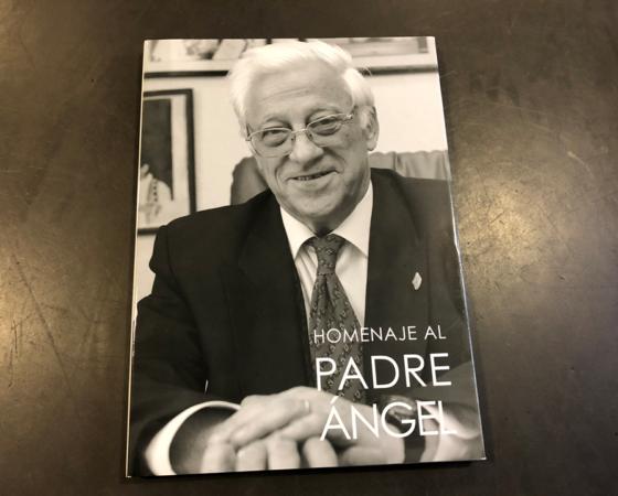 """LIBRO HOMENAJE  PADRE ÁNGEL GARCÍA """"ESPAÑOL UNIVERSAL"""" 2005"""
