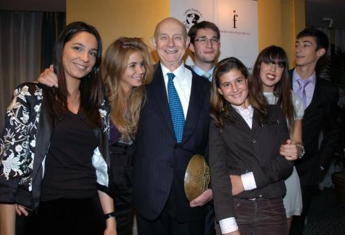 Ricardo Díez-Hochleitner y algunos de sus nietos